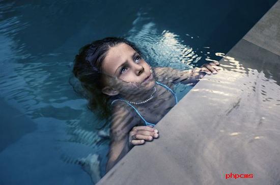 《青出于蓝》 摄影师:Aimee Hoving(瑞士)