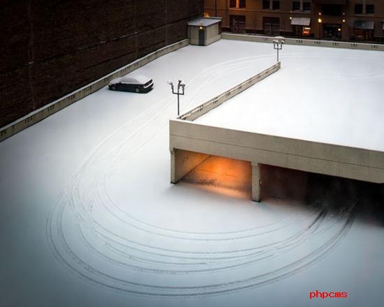 《冬季停车场》 摄影师:Luke Hayes(英国)