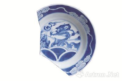 清代瓷画《苍龙教子图》