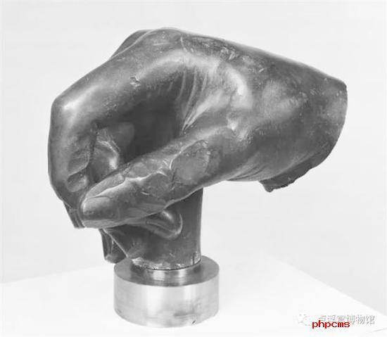 《路易十五骑马像的右手》 Main droite de la statue équestre de Louis XV