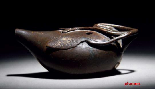 包浆熟旧的文房雅物:茄子形铜水滴简介