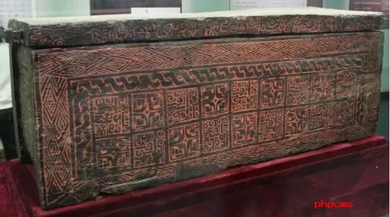 曾侯乙墓出土的彩绘漆棺 战国 湖北省博物馆藏